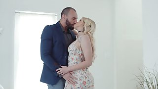Sex-appeal blond babe Khloe Kapri gets her pussy fucked and jizzed