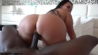 Huge Latina Bootie Bounces On Big Black Penis