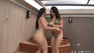 Horny babes Paola Melao and Ingrid Fontinely drill each other
