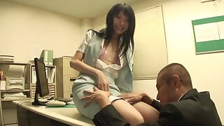 Closeup video of a pretty Japanese babe sucking a extended dick